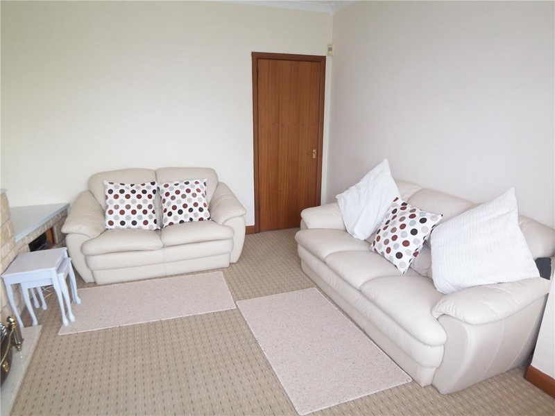 Picture 2 house to rent wright street renfrewshire