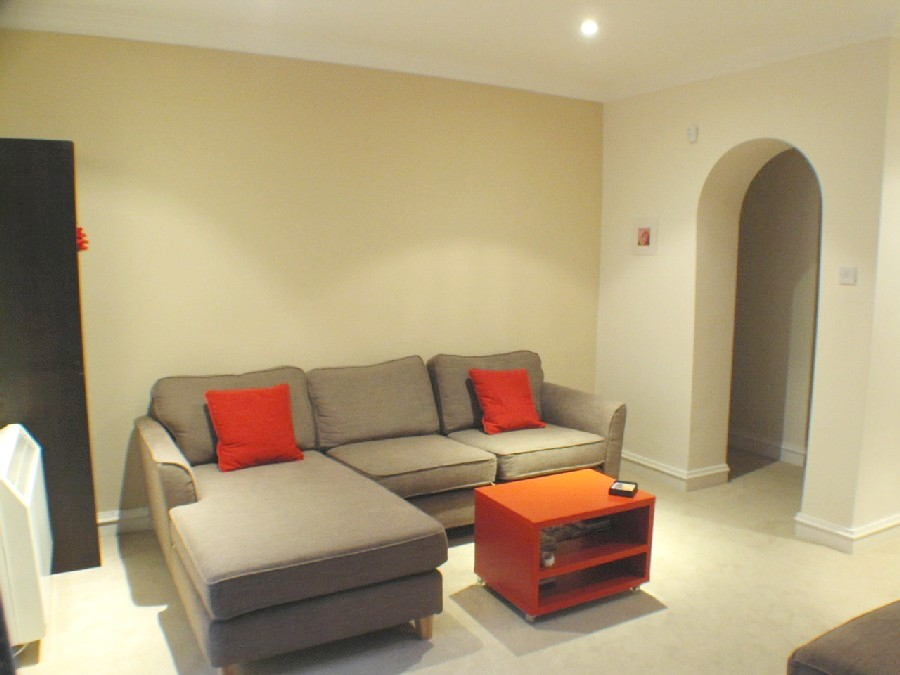 Property for rent at 3A Roseneath Terrace