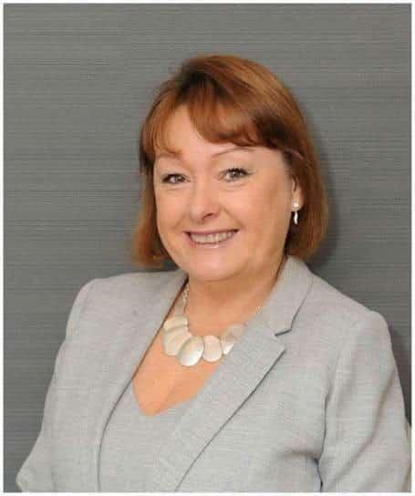 Lorraine Robb